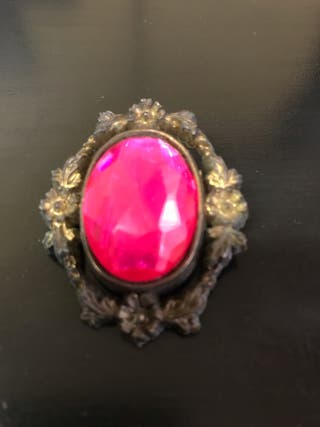 Broche fantasía rosa, estilo camafeo.