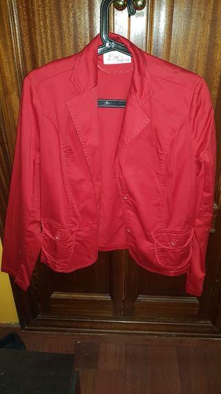 chaqueta roja talla 42