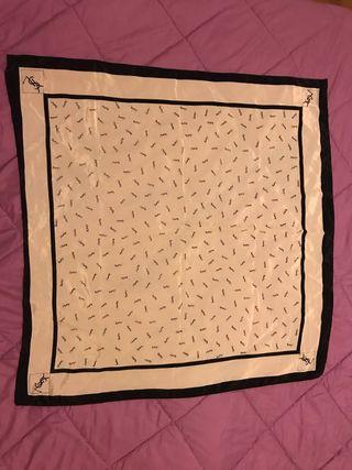 Pañuelo de seda Yves Saint Laurent original