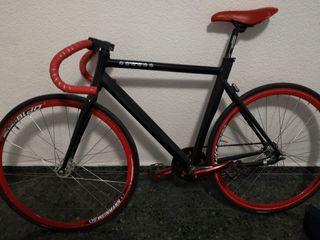 Bicicleta fixie en perfecto estado.