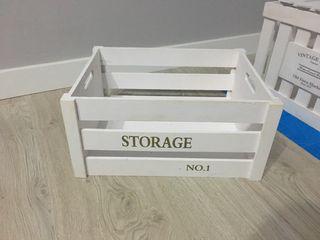 Caja de madera blanca vintage