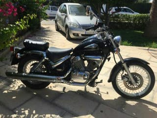 moto Suzuki intruder vl 125 custom empecable