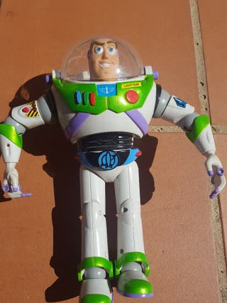 Buzz lightyear con pilas. Toystory
