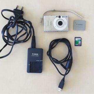 Cámara digital Canon IXUS 70 con cargador