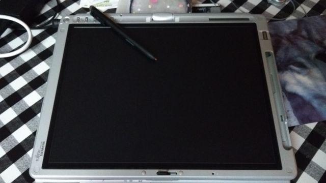 Ordenador con pantalla giratoria y táctil