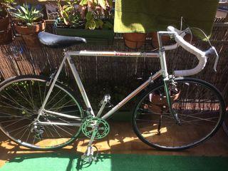 Bicicleta antigua carretera