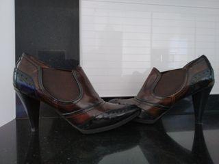 Zapatos clásicos de tacón Lottusse