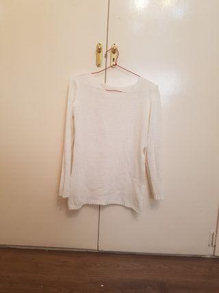 Jersey blanco con aperturas a los lados