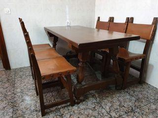 Mesa y 6 sillas estilo castellano