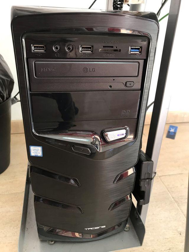 Ordenador LG con pantalla , teclado y raton