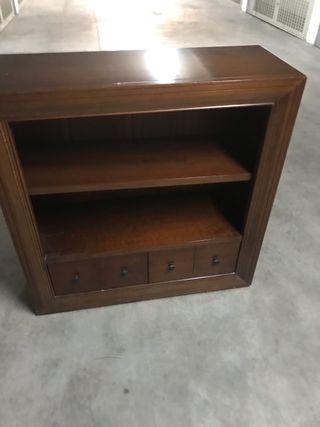 Mueble de madera maciza con cajones