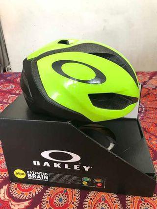 Casco Oakley ARO5 fluor