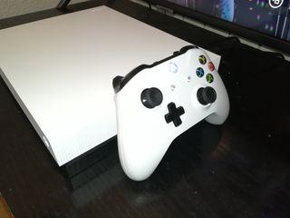 Xbox One X + Batería Recargable