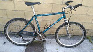 Bicicleta de montaña en perfecto estado.