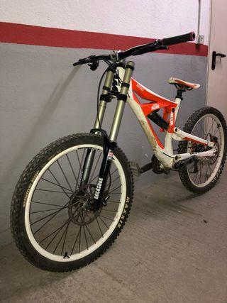 Bicicleta de descenso KTM RATCHET