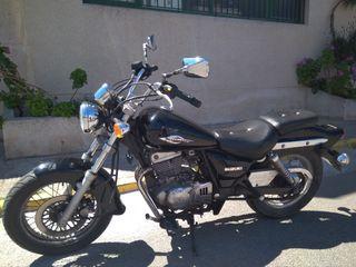Moto SUZUKI MARAUDER 250 cc.
