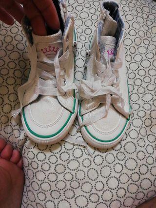 Zapatillas talla 28 bambas tipo converse de segunda mano por