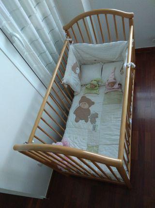 Cuna madera, colchón colcha y Chinchón era.