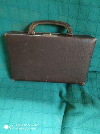 maletín de piel antiguo pekeño color marron