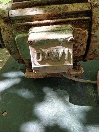 Motor DAVI trifásico