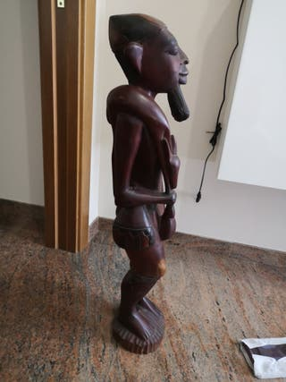 figura de madera maciza