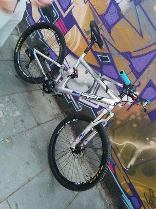 bicicleta LaPierre doble suspensión