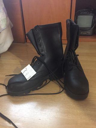 Botas con punta reforzada talla 42