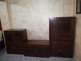 Mesa y muebles salón