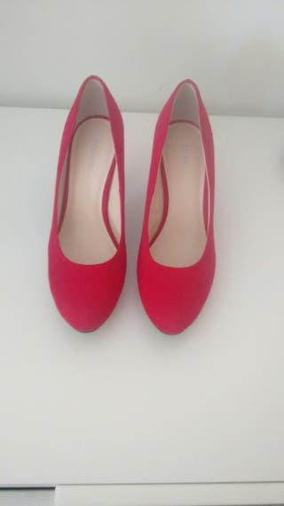 Zapatos rojos.