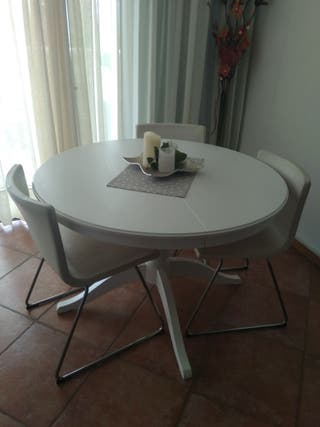 Mesa de comedor + 3 sillas Ikea