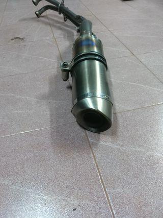 tubo de escape Arrow de titanio para TMAX