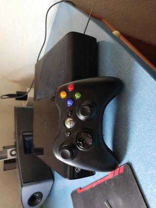 Xbox 360 500GB + Mando inalámbrico + Regalo.