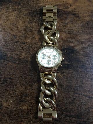 Reloj dorado michael kors