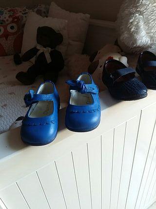Variedad de zapatos niñas