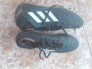 Botas de Futbol Adidas predator, un solo uso.