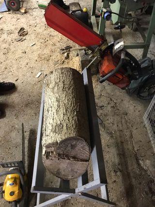 Motosierra / apoyó / troncos