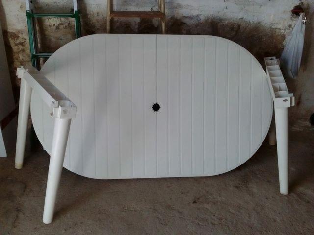 mesa blanca jardin grande