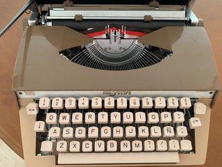 Maquina de escribir PULSATTA DELUXE