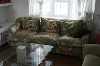 Dos sofás.