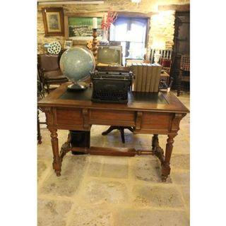 Antigua mesa de escritorio de madera de nogal XIX