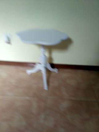 Mesa velador blanca