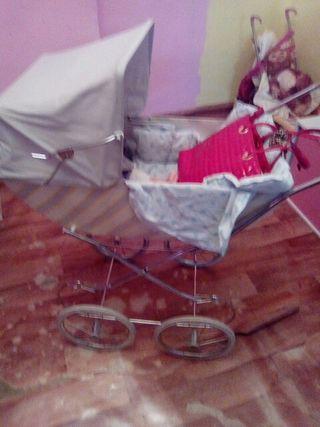silla antigua muñecas