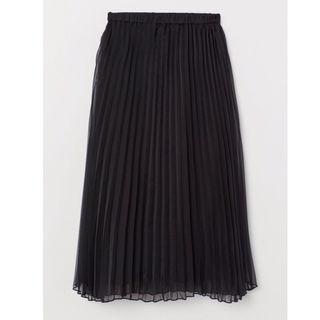 07d7eb57a7 Falda negra plisada de segunda mano en Madrid en WALLAPOP