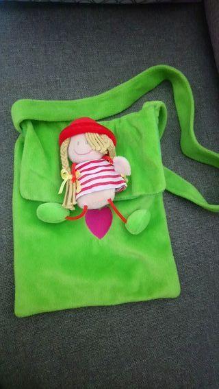 bolso verde muñeca de trapo