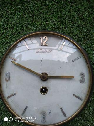 c3521777734a Reloj de pared moderno de segunda mano en Madrid en WALLAPOP