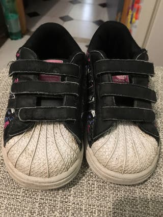 Zapatillas deportivas de segunda mano en Valencia en WALLAPOP