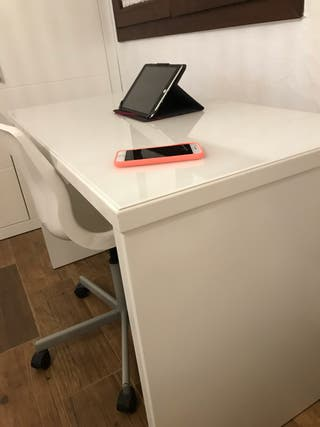 Mesas de escritorios nuevas diseñadas y elaboradas