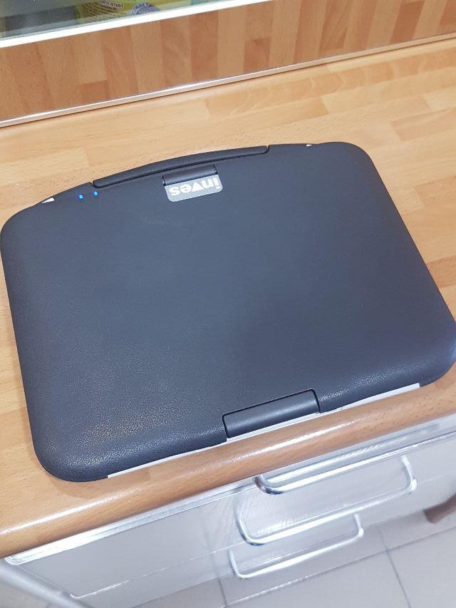Ordenador portátil casi nuevo.