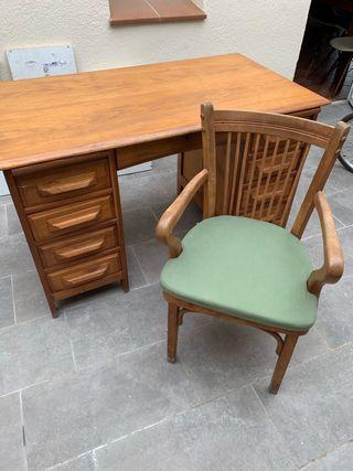 Conjunto de mesa y silla de escritorio