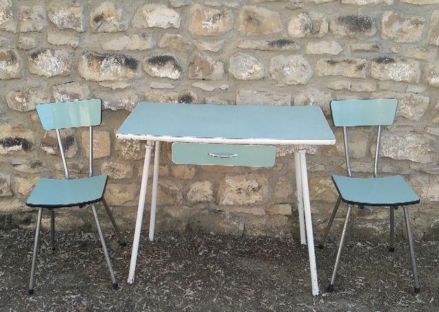 Mesa de cocina Vintage. de segunda mano por 8 € en Úbeda en WALLAPOP